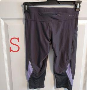Nike Capro Workout Capri Pants / Leggings